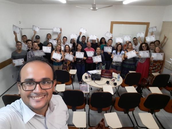 Curso de Gestão e Estratégia em Mídias Sociais, realizado pela MJ Capacitações, em Fortaleza. Facilitador: Alison Vasconcelos Marques.